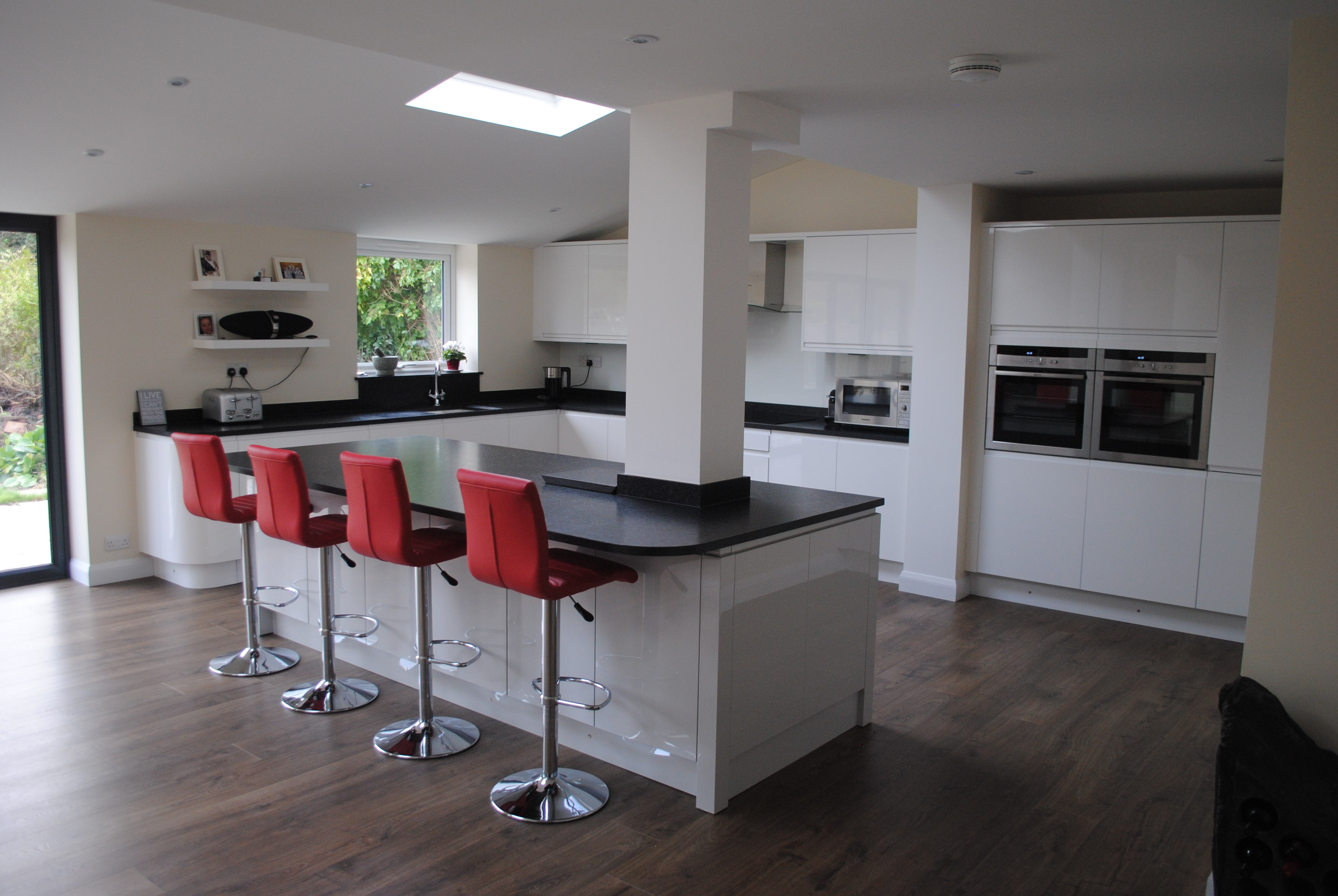 Nice Remo Gloss White Handless Kitchen